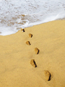 Spain, Canaray Islands, Fuerteventura, footprints on beach - WWF04405