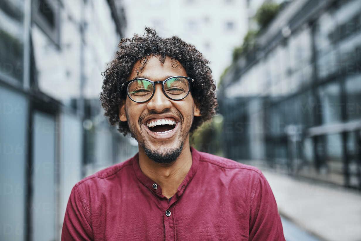 Portrait of a young man wearing glasses - ZEDF01532 - Zeljko Dangubic/Westend61
