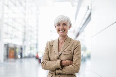 Portrait of smiling senior businesswoman - DIGF05012