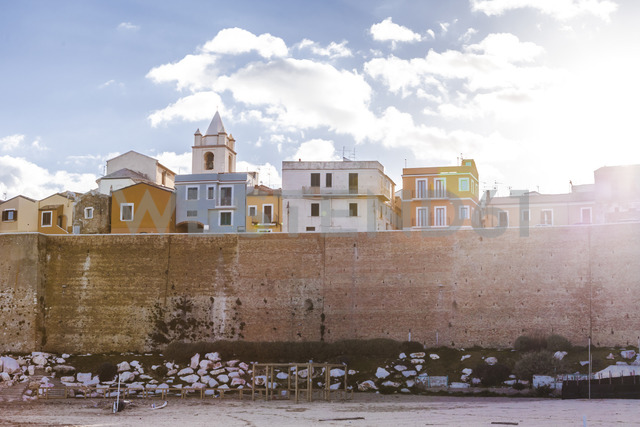 Italy, Molise, Termoli, Old town and city wall against the sun - FLMF00017