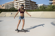 Young woman skateboarding in skate park - JASF01940