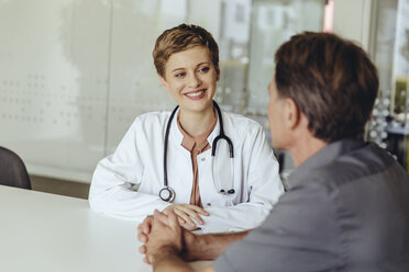 Female doctor talking to patient in practice - MFF04497