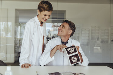 Two doctors discussing ultrasound scan of a fetus - MFF04512
