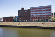 Germany, Duisburg, view to municipal museum at inner harbour - WIF03601