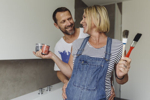 Happy pregnant couple about to paint their home - MFF04637