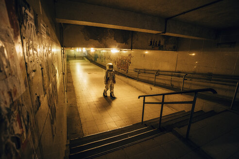 Spaceman in the city at night walking in underpass - VPIF00648