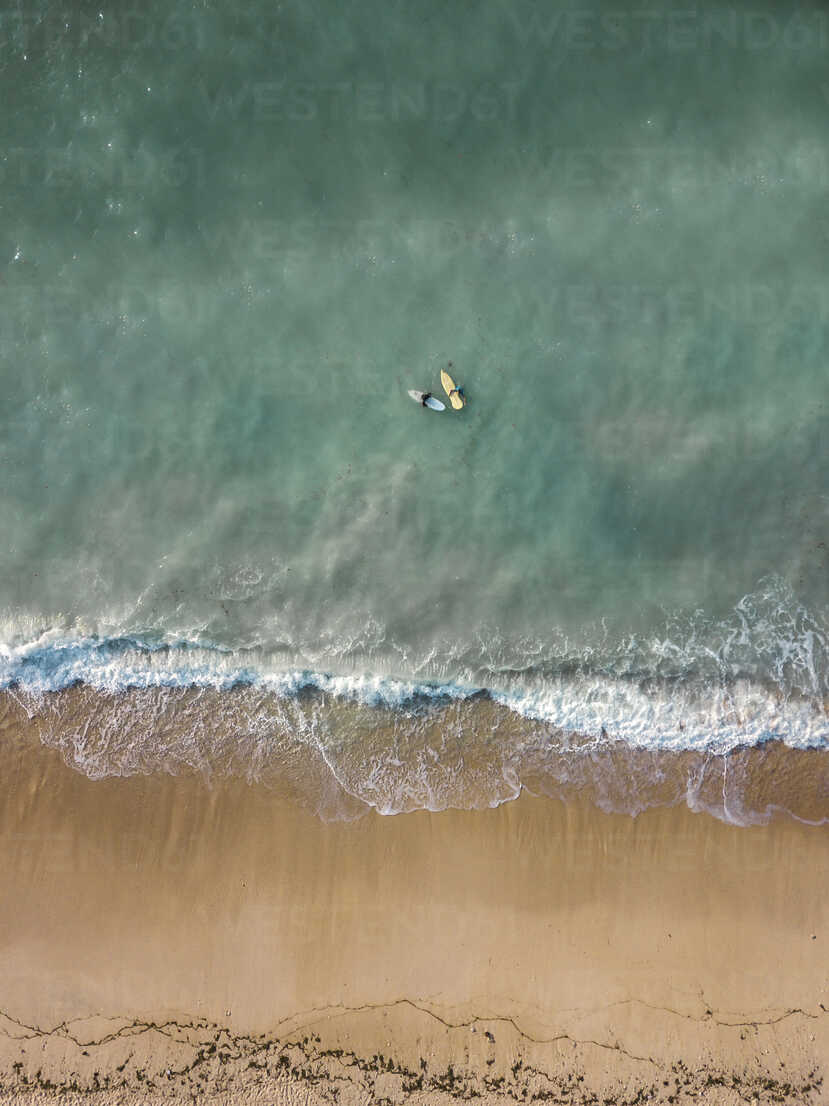 Indonesia, Bali, Aerial view of Pandawa beach, two surfers - KNTF01442 - Konstantin Trubavin/Westend61