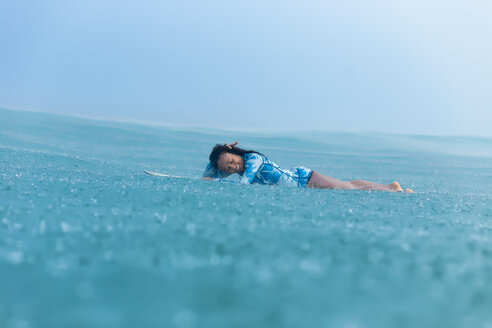 Woman surfing in sea - AURF04778