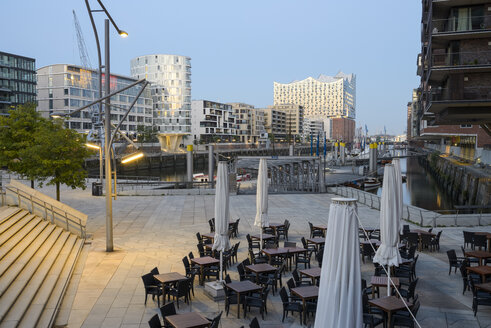 Germany, Hamburg, Hafencity, Magellan Terrace and Elbe Philharmonic Hall in the morning - RJF00800