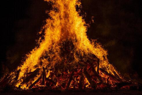 Blazing log fire, close-up - LHF00570