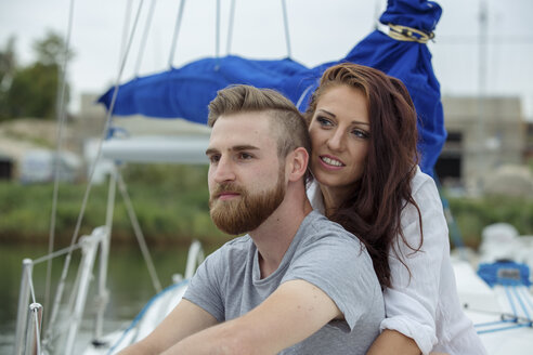 Portrait of a happy couple on a sailing boat - JZF00010
