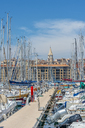 France, Provence-Alpes-Cote d'Azur, Marseille, old harbour, pier and sailing yachts - FRF00748
