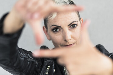 Portrait of punk woman making a finger frame - GIOF04424