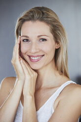 Portrait of smiling blond woman in the morning - PNEF00906