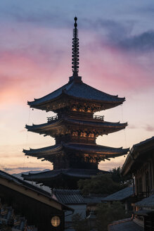 Japan, Kyoto, Gion, Temple at sunset - EPF00488