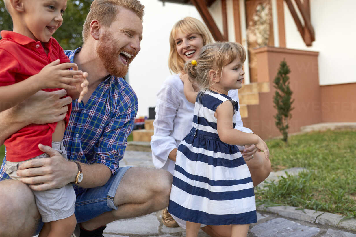 Happy family in garden of their home - ZEDF01576 - Zeljko Dangubic/Westend61