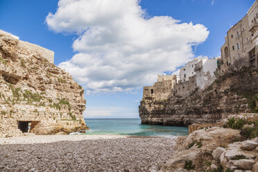 Italy, Puglia, Polognano a Mare, view from beach to horizon - FLMF00036