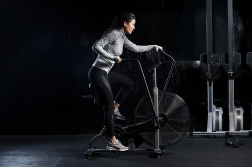 Woman using exercise machine - LUXF00152