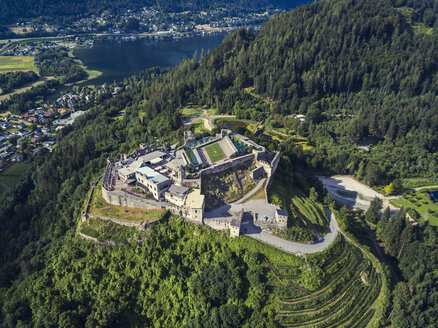 Austria, Carinthia, Ossiach Tauern, Villach, Landskorn Castle over St. Andrae, Lake Ossiach - JUNF01295