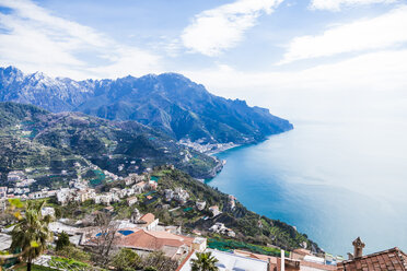 Italy, Campania, Amalfi Coast, Ravello, south view of the Amalfi Coast and Mediterranean sea - FLMF00056