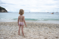 Greece, Parga, little girl standing on the beach - PSIF00072