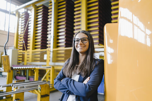 Confident woman standing in logistics center, with arms crossed - KNSF04799