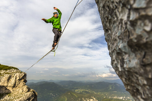 Man highlining on tightrope in Lower Alps, Lower Austria, Austria - AURF07147