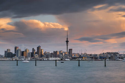 New Zealand, North Island, Auckland, Auckland skyline at dusk - MKFF00390
