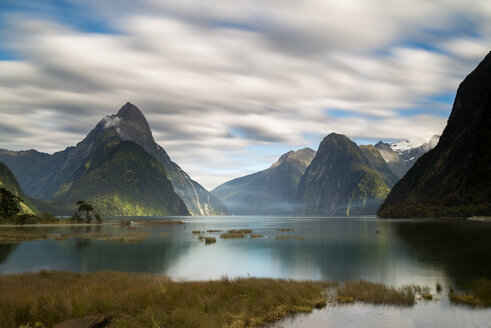 New Zealand, South Island, Fjordland National Park, Milford Sound - MKFF00396