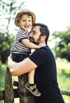 portrait of happy father and little son spending time together outdoors - HAPF02731
