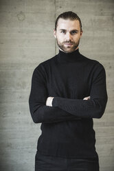 Portrait of confident young man wearing black turtleneck jumper - UUF15291