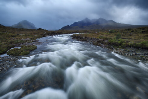 United Kingdom, Scotland, Scottish Highlands, Isle Of Skye, Cuillin Mountains, Sligachan River - RUEF02001