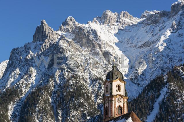 Germany, Bavarian Alps, Bavaria, Upper Bavaria, Werdenfelser Land, Karwendel Mountains, Mittenwald, Church of Saint Peter and Paul - LHF00589 - Hans Lippert/Westend61