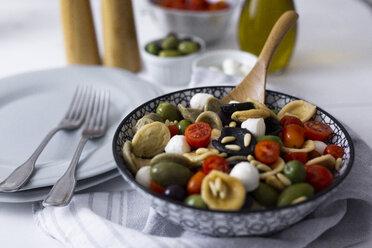 Mediterranean orecchiette with tomato, olives, mozzarella - GIOF04539