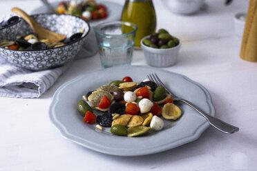 Mediterranean orecchiette with tomato, olives, mozzarella - GIOF04542