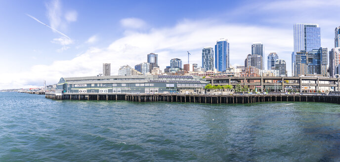 USA, Washington State, Seattle, Skyline and harbour - MMAF00563
