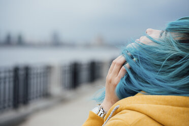 Young woman with dyed blue hair looking up - VPIF00868