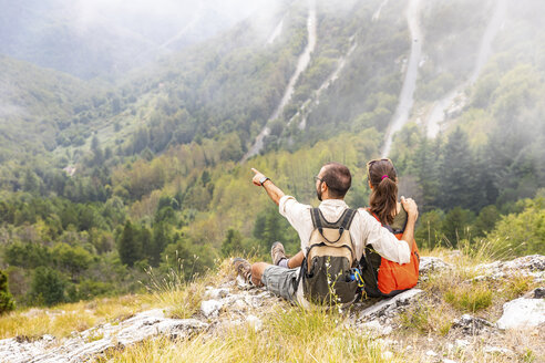 Italy, Massa, couple looking at the beautiful view in the Alpi Apuane - WPEF00867