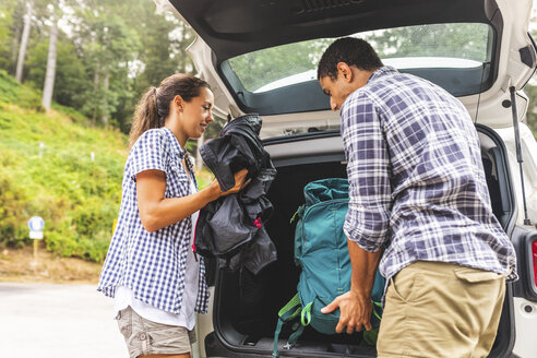 Italy, Massa, couple taking the bags from the car ready to hike in the Alpi Apuane mountains - WPEF00915