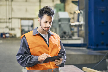 Man using tablet in factory - BSZF00601