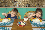 Portrait of boy and his little sister eating breakfast in the kitchen - VGF00003