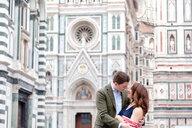 Young couple hugging, Santa Maria del Fiore, Florence, Toscana, Italy - CUF44091