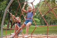 Girls climbing on net ladder - CUF44700