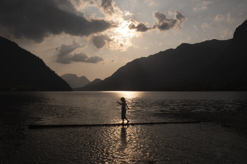 Austria, Ausseer Land, Girl walking at lakeshore - HAMF00379