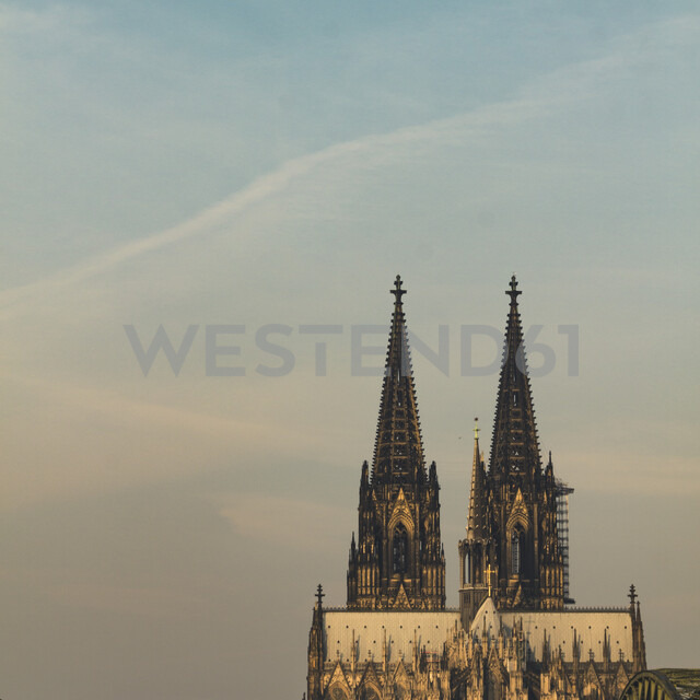 Germany, Cologne, view to Eastern side of Cologne Cathredal at sunset - DWIF00952 - Dirk Wüstenhagen/Westend61