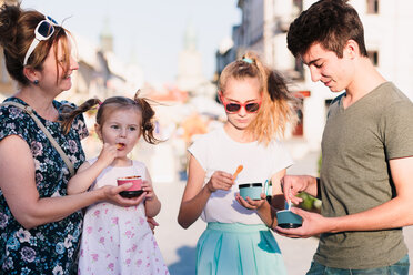 Family spending time together eating ice cream - INGF00167