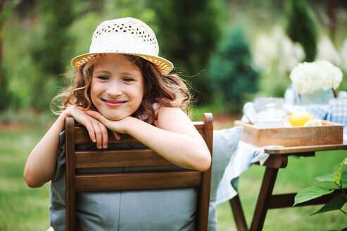 Portrait of a smiling girl wearing a hat - INGF00224