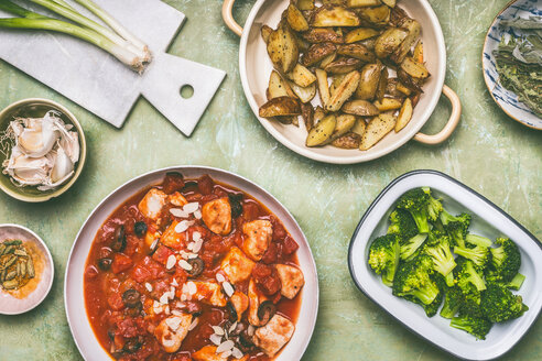 A balanced meal with fresh chicken and vegetables - INGF00411