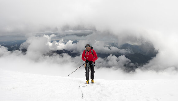 Russia, Upper Baksan Valley, Caucasus, Mountaineer ascending Mount Elbrus - ALRF01287