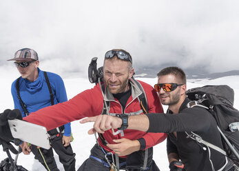 Mountaineers taking a selfie on Mount Ebrus, Caucasus, Russia - ALRF01335